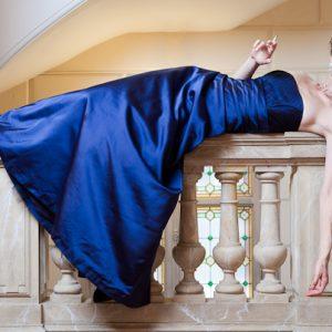 ALMA - Robe bustier empire en satin duchesse et tulle plumetis avec plissage à la taille.