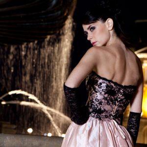 ELYSÉE - Bustier corseté en doupion de soie et dentelle perlée. Jupe en doupion de soie.