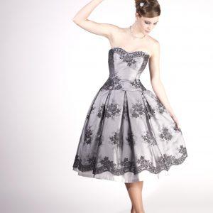 GRACE - Robe bustier en satin duchesse recouverte de tulle brodé, jupe à plis creux.