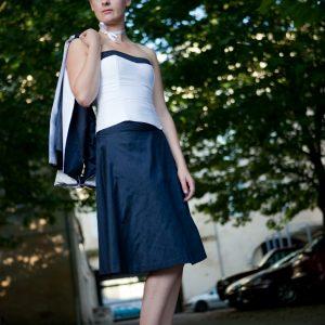 VALENTINE - Ensemble en doupion de soie avec bustier, jupe trapèze et veste manches 3/4 à revers.