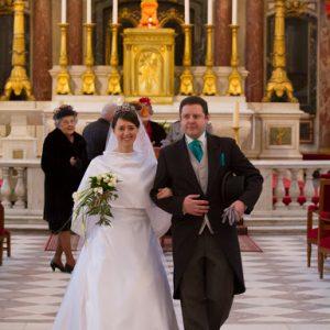 ALIX - Robe de mariée taille empire en satin duchesse avec décolleté en nénuphar, manches 3/4, décolleté en V dans le dos incrusté de dentelle de famille.
