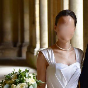 MARIE - Robe corseté en satin duchesse, plissage croisé su rue bustier avec rappels sur la jupe. Bretelles amovibles. Voile de 3,5 mètre bordé de dentelle de Calais.