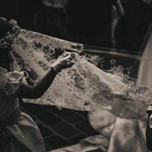 Voile de 4,5m en tulle mélangé soie et polyester brodé et incrusté à la main de dentelle de calais
