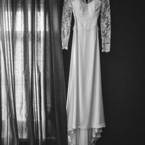 TIFFANY - Robe de mariée en crêpe de soie et dentelle de calais, bustier corseté avec grand dos nu.